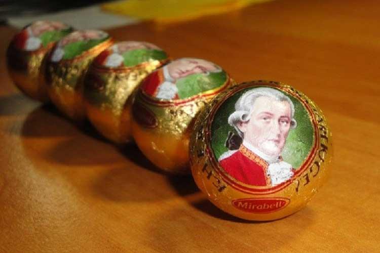 معروف-ترین-سوغاتی-های-کشورهای-مختلف