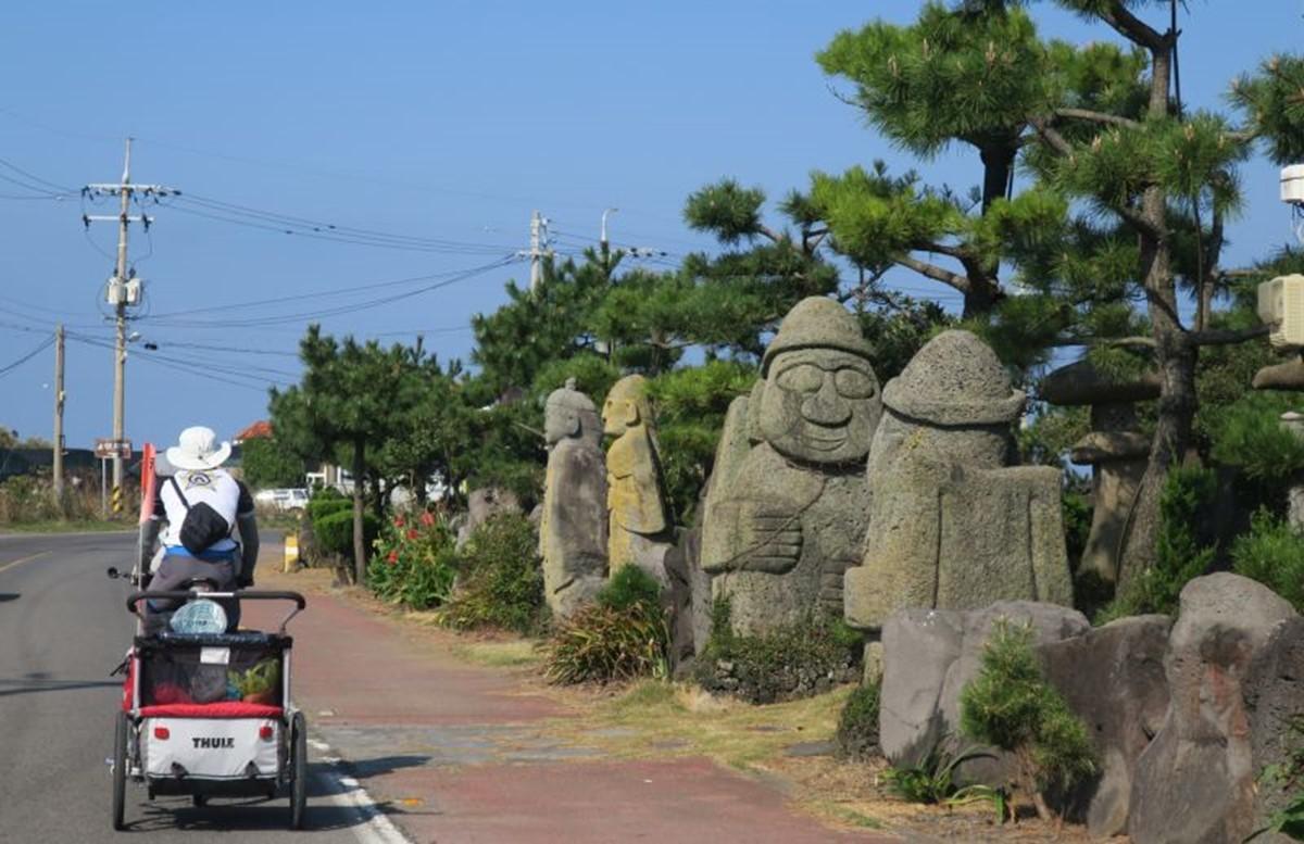مجسممجسمه های پدربزرگ سنگیه های پدربزرگ سنگی