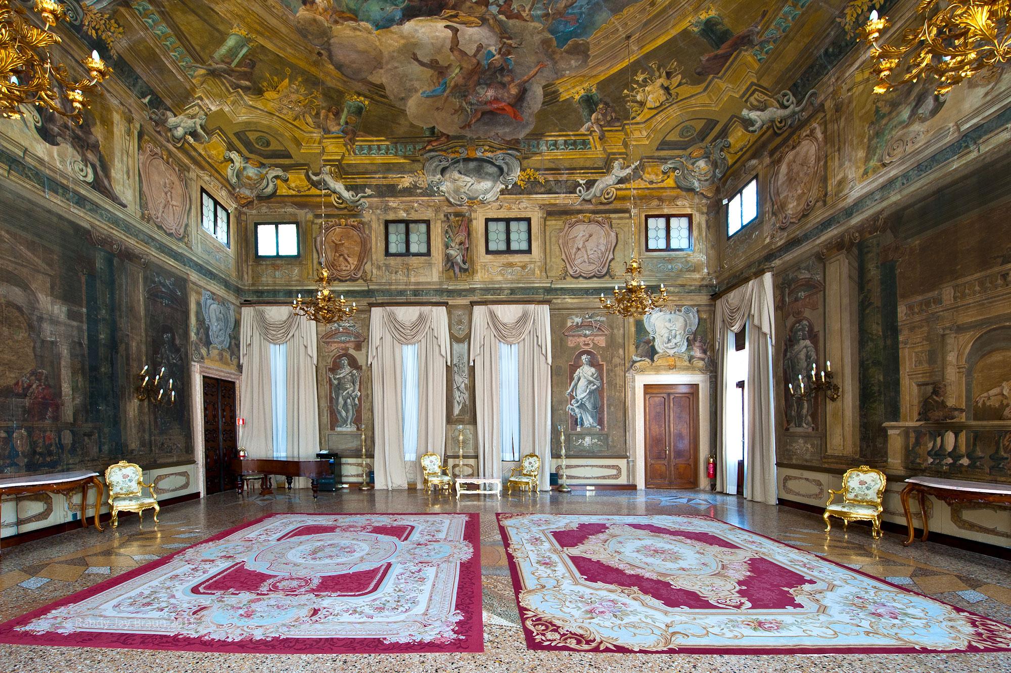 قصر سانتا سوفیا ونیز