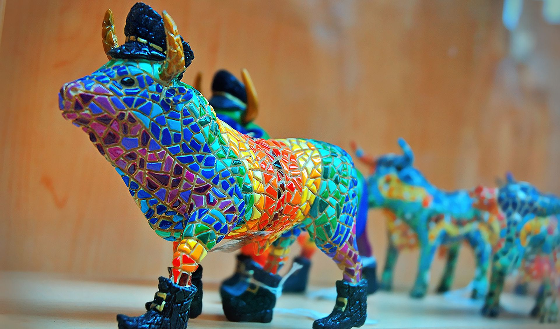 مجسمه های موزائیک کاری شده اسپانیا