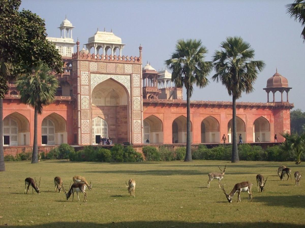 مقبره ی اکبر شاه