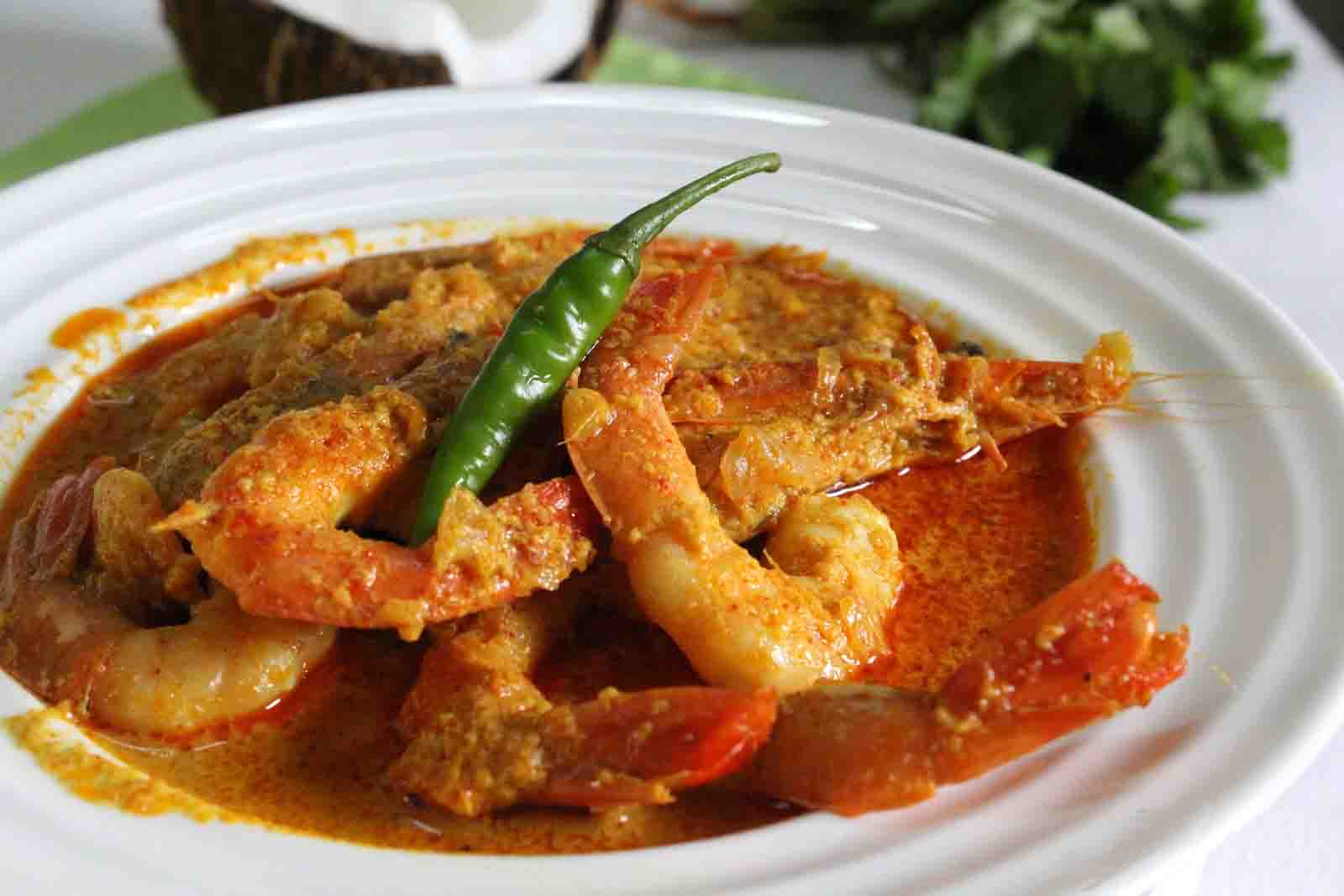 Fish and prawn curry