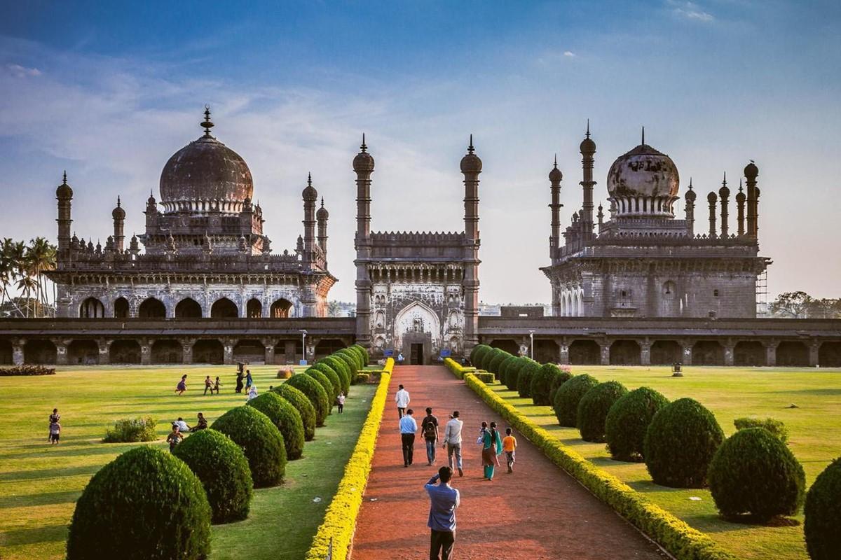 بازدید از معابد در هند