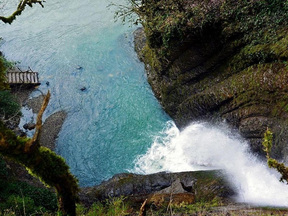 آبشار آگورا