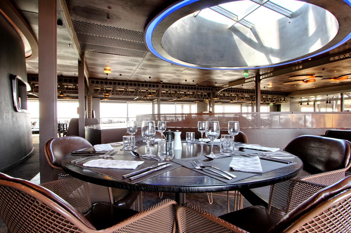 رستوران ژول ورن ، برج ایفل