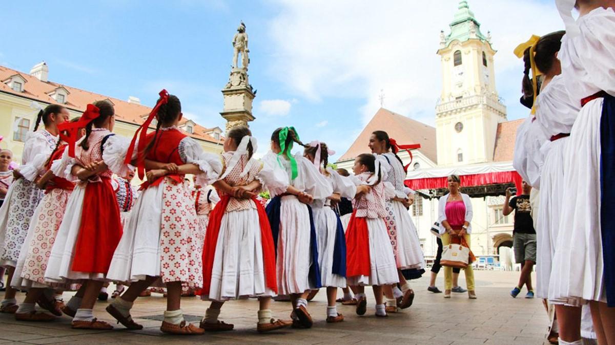 جشنوارهی فرهنگی تابستانی قلعه