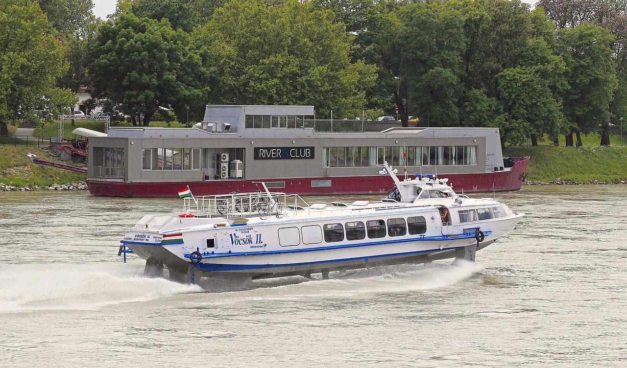 قایق بالهدار (hydrofoil)